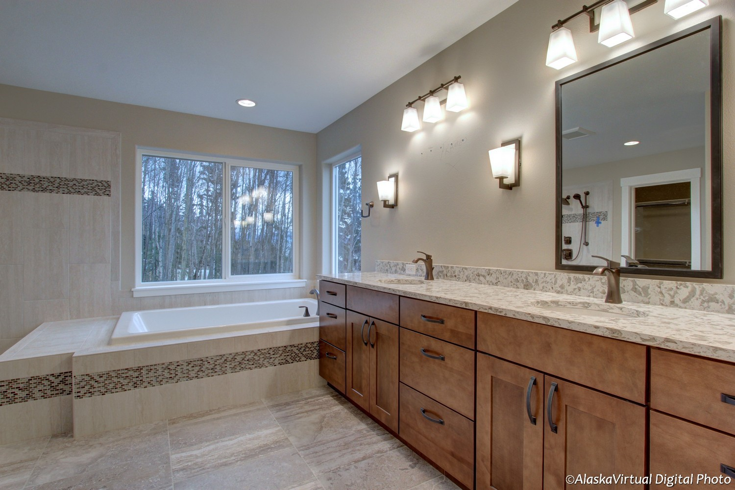 Merlot II master bathroom & tub
